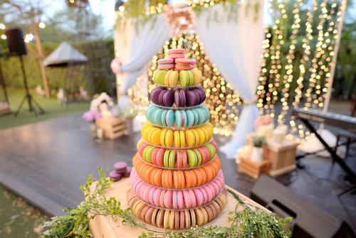 pyramide de macarons coloré pour mariage